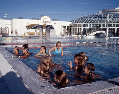 Bathing recreation direct utilization geothermal national energy authority of iceland for Swimming pool energy consumption